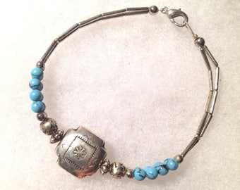 Vintage! Native American style silver & turquoise bracelet.