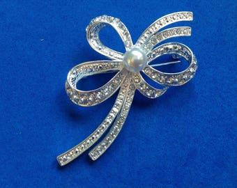 Vintage! Silver tone Faux pearl & rhinestone statement pin. Large !