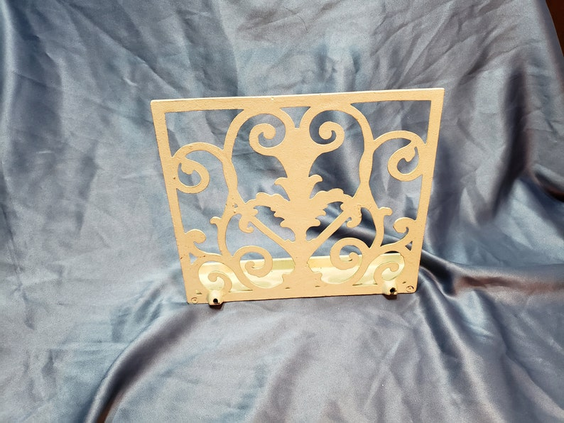 Vintage Rustic White Cast Iron Cookbook Recipe Stand Music Holder Art Easel