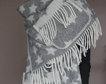 Woolen Scarf / shawl from 100% Wool, grey-white, with stars / Schal / Wollschal