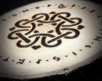 Reine Handarbeit Runenscheibe gebrannt auf Eschenholz