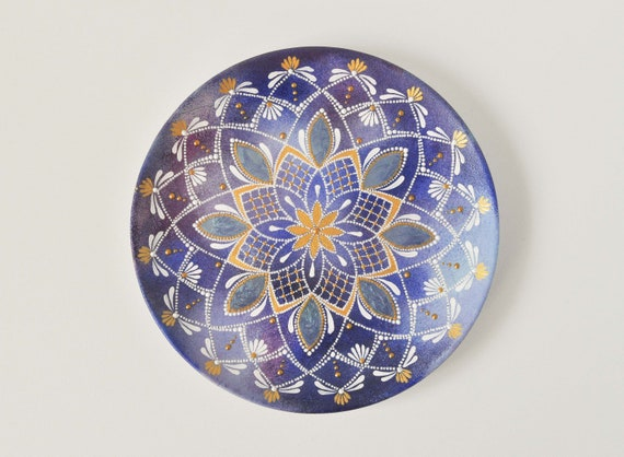 BLUE HAND PAINTED DECORATIVE  8/'/' PLATE