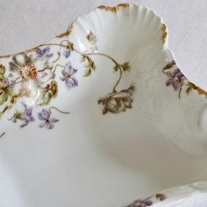 Antique Hutschenreuther Selb Bavaria Dinner Plate Japanese Anemone Flower Wild Swan White /& Lavender Florals Gold Scalloped Edge