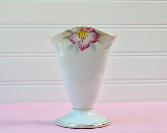 Noritake Azalea Bud Vase Pattern 19322 Fan Vase