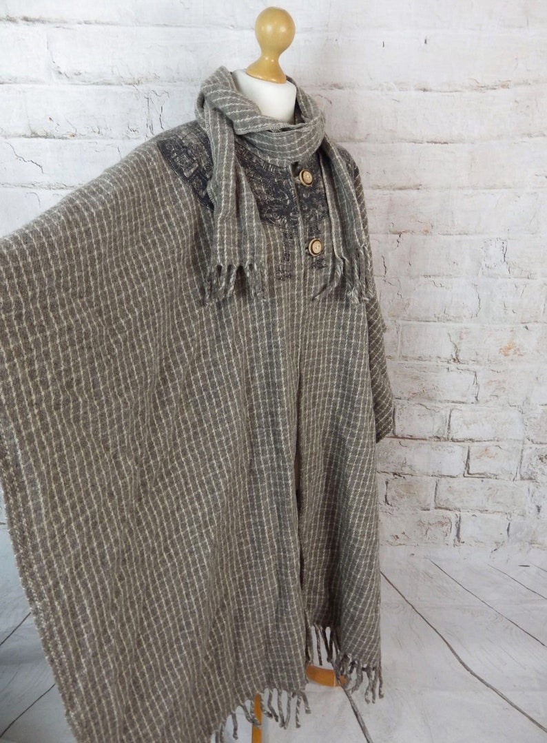 Vintage Acapulco Mexican pure wool check cape cloak poncho scarf immaculate Size 10 12 14 16 UK brown fringed Grace and Garbo blogger