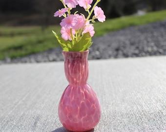 Soufflé de verre rose petit Vase à la main