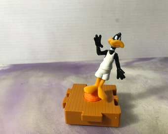 Vintage Warner Brothers Looney Tunes Daffy Duck in Splitting Yellow Car Rare Happy Meal Toy 90/'s Nostalgia