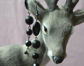 Long earrings fancy black