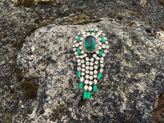 Stunning vintage paste articulate brooch green & c