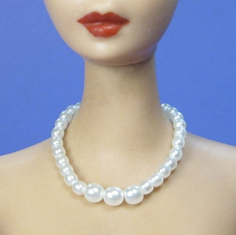 Dreamz WHITE GRADUATED PEARL NECKLACE VINTAGE REPRODUCTION for Barbie Doll