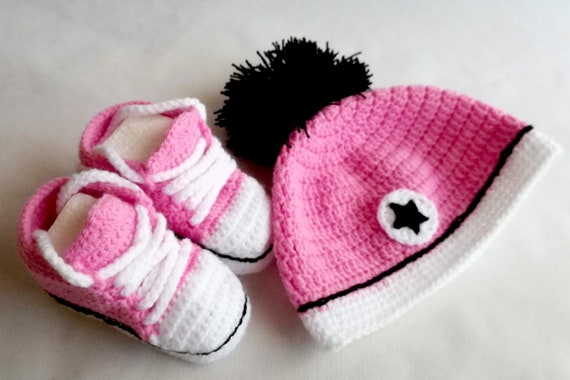 Converse hat and booties, baby gift Set, booties and Crochet cap, converse, birth gift, special gift, for baby