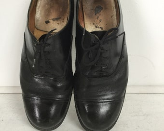 542dac44b529 Vintage Old 1930s derby brogue shoes black leather distressed urban street  style size 41 - UK 8