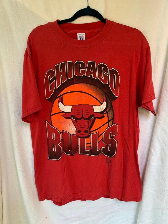 Chicago Bulls T-Shirt / Vintage Bulls / Chicago /