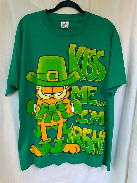 Garfield Oversized T-Shirt / Kiss Me I'm Irish / V