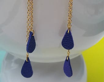 -Gold chain - drop earrings in electric blue leather