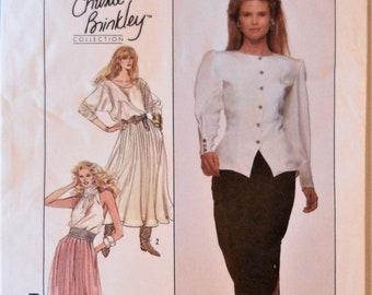 Simplicité 8934. Patron de Christie Brinkley de mode. Mlles palazzo  pantalon motifs. Motif de manque de jupes. Hôtesse de pantalon, jupe. SZ 10. 64db5040b313