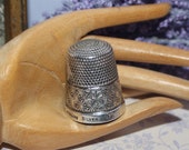 Lovely Art Nouveau Victorian Decorative Silver Thimble