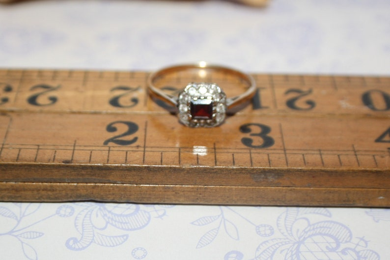 Gorgeous 9 ct Gold Hallmarked Garnet Cluster Dress Ring Size T Chester 1959 Charles Lyster /& Son