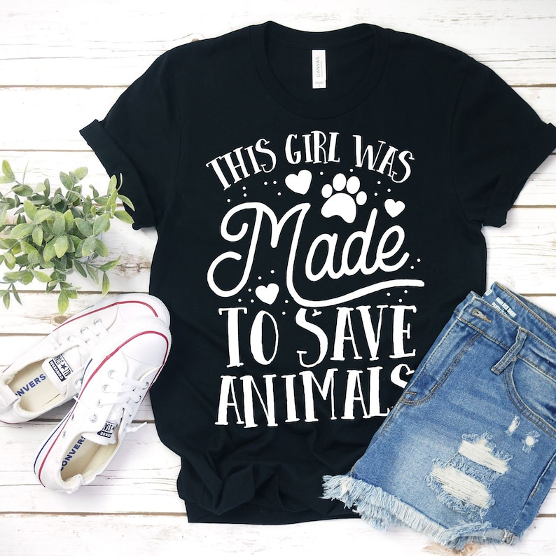 This Girl Was Made To Save Animals / T-Shirt / Tank Top / image 0