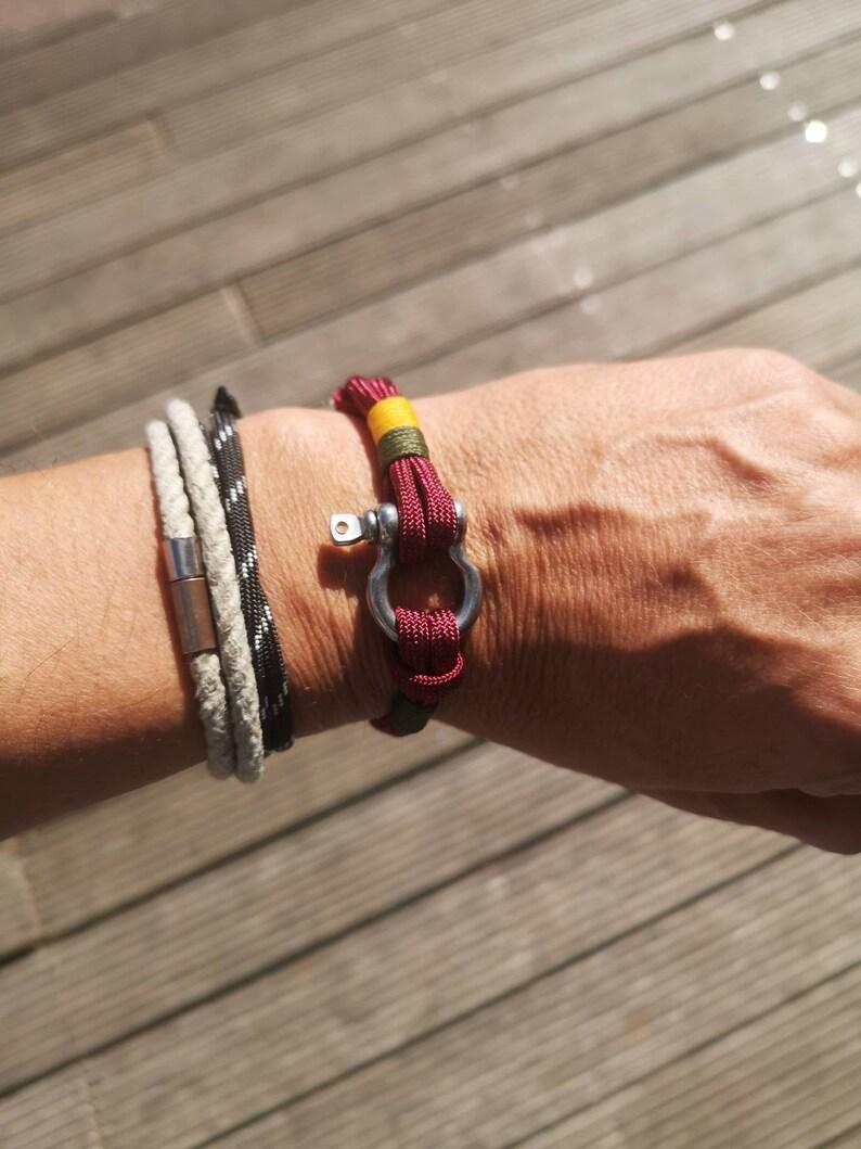 Bordeaux Small stainless steel shackle bracelet