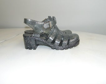 cee1abaabd33 90s Gray with sparkles jelly sandal Plastic beach sandals Size 36   US 5