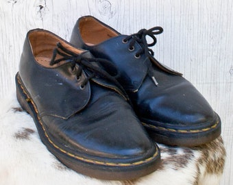 4e6236a5643 70s Dr Martens Leather Shoes - Size 7 - 80s Mens Black Oxford Lace Up Shoes  - Made in England - Vintage Distressed Doc Martens