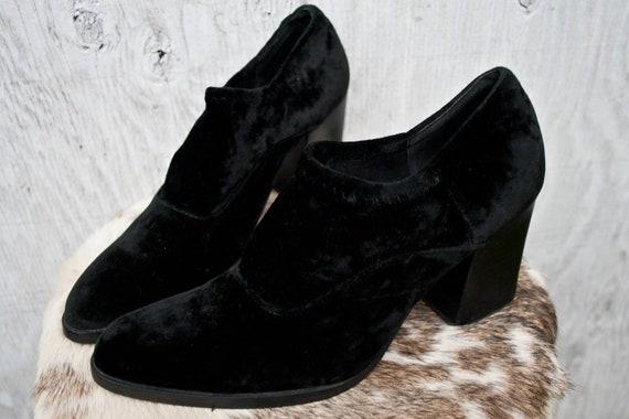 de39d73ee3 90s Black Velvet Ankle Boots Sz 6US Black Chunky Heel   Etsy