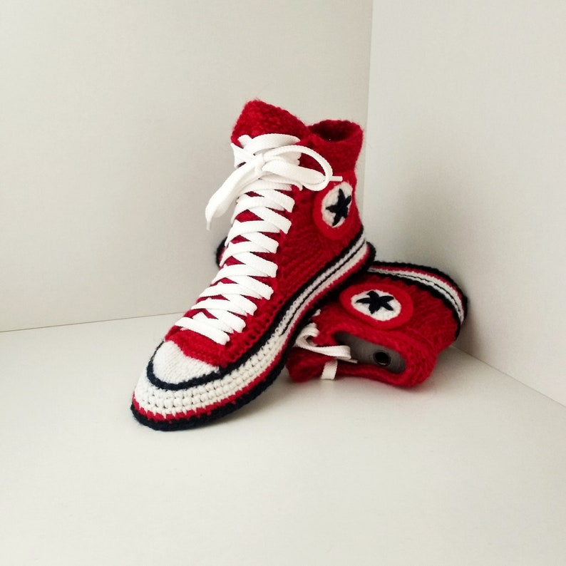Gestrickte Gegenteil Hausschuhe 39 Socken gestrickt Geschenk für Freundin häkeln Converse Sneakers Strick Converse Stiefel mit Sohle Hausschuhe