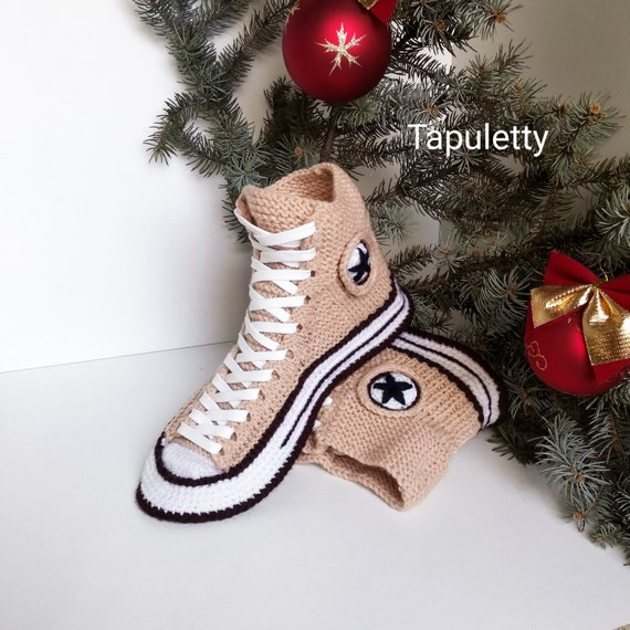 Knitted converse slippers43 House slippers men Beige slippers converse Knitted converse sneaker Socks with sole Knitted gift for boyfriend