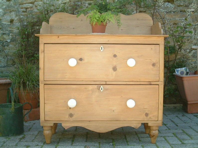 new style 811f0 b0fc4 A Victorian pine chest of Drawers, Old Pine Chest, Vintage Pine Chest