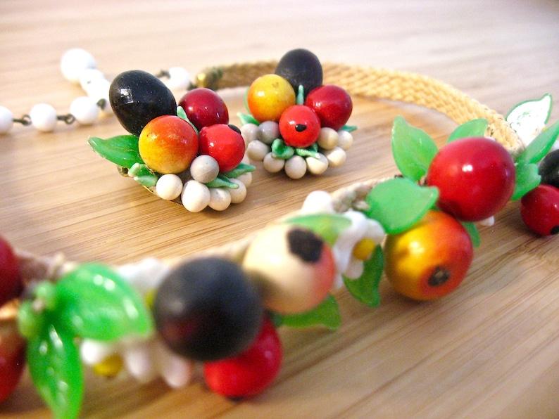 Vintage 40s 50s Bakelite /& Papier Mache Fruit Salad Choker Necklace and Clip Earrings SET West Germany Raffia Straw Flowers Cherry Orange