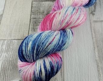 Handgefärbte Sockenwolle im 100g Strang Farbe 055