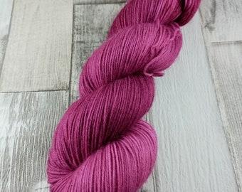 Handgefärbte Sockenwolle im 100g Strang Farbe 041