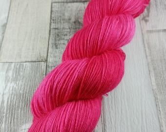 Handgefärbte Sockenwolle im 100g Strang Farbe 048
