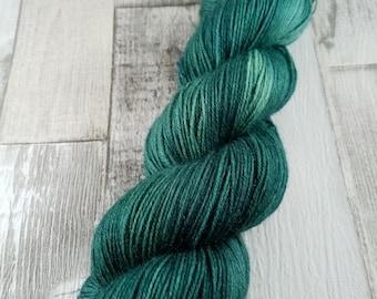 Handgefärbte Sockenwolle im 100g Strang Farbe 047