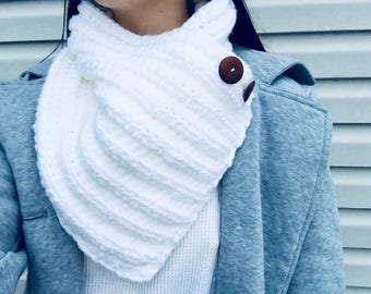 Mertensia White Crochet Cowl with buttons