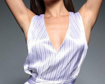 A striped overalls of delicate fabric, sewn in high stitching. Very flattering on the body