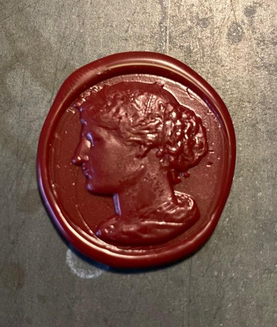 Wax seal with a lady • Vokssegl med en kvinde