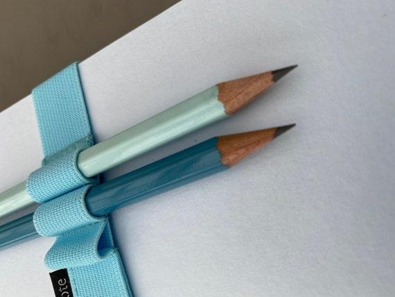Notesblok med elastik og 2 blyanter