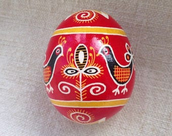 Ukrainian pysanka on chicken egg: birds (red)