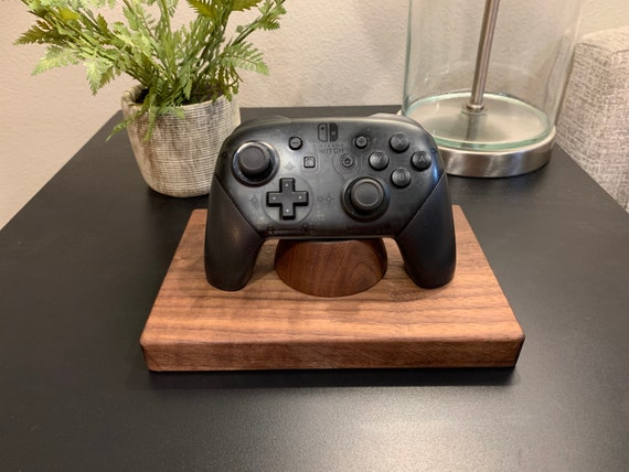 "Nintendo Switch Pro Controller ""The Show-Off"" (Holds 1)"