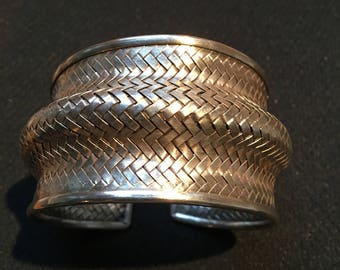 Sterling Silver (92.5 pure) handmade by hill tribe people of Northern Thailand