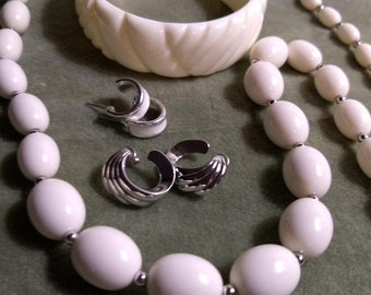 Retro 50's 60's Vintage Monet cream Lucite bead necklace with  earrings and bangle set
