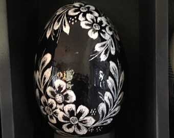 Black & White Scratched Duck Egg