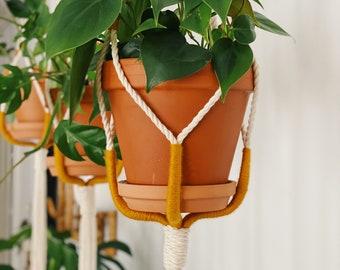 MARGOT. Jardinière suspendue, macramé, macramé suspendu, suspension plante, suspension boho, fait au québec,