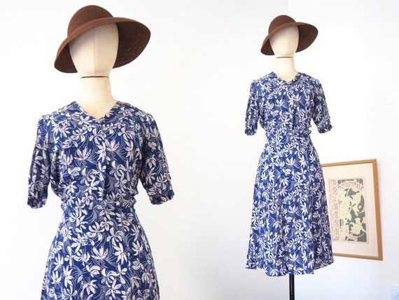 Elegant Summer Floral 1940s Blue and White Day Dre