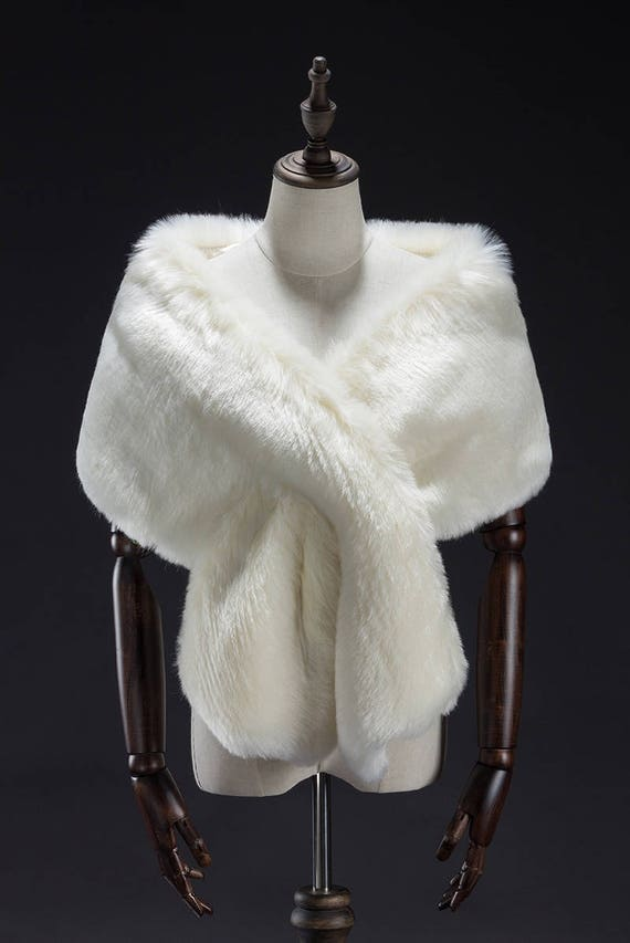 white fur stole paired - 570×853