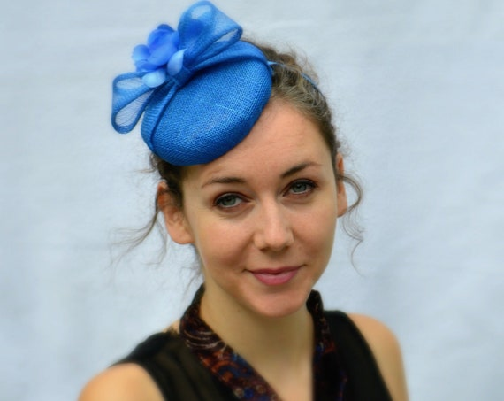 FLORENCE Blue Button Fascinator | Kentucky Derby Hat | Tea Party Fascinator | Wedding Fascinate | Vintage style | Blue British Style Hat