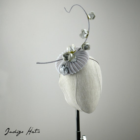 MOONSHADOW - Grey Button Fascinator