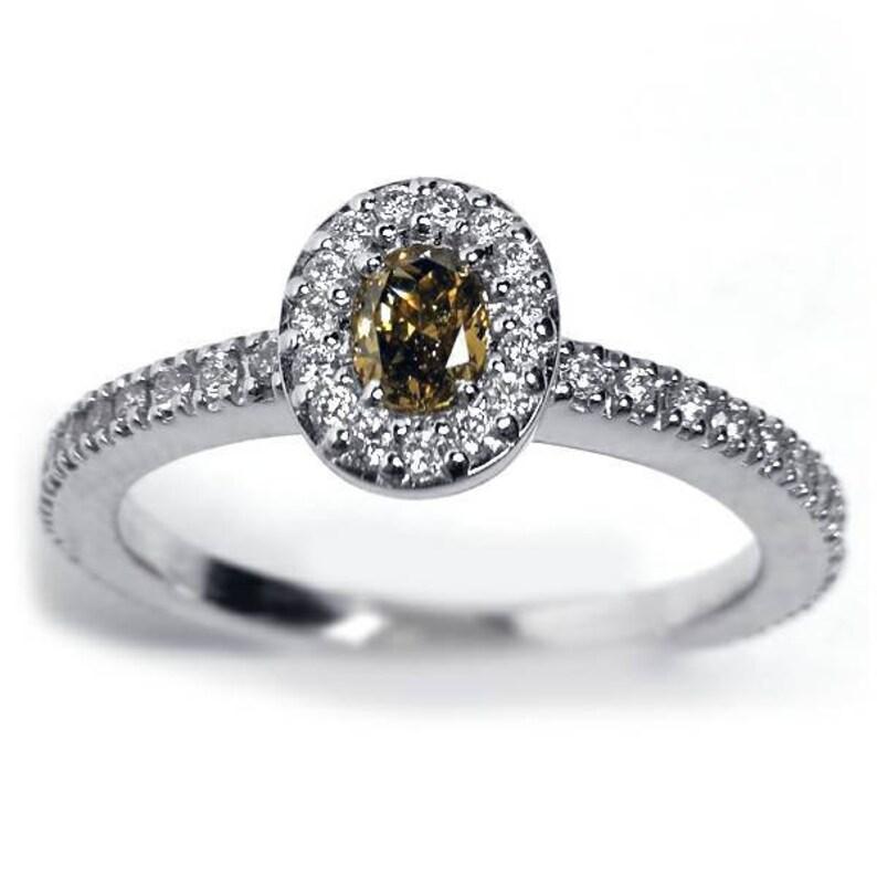 14d1f48bb6a Naturelle ovale marron diamant de Halo Solitaire bague 18K or